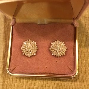 Jewelry - Hello💕 DIAMOND and 18 Carat Gold Button Earrings!